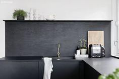 Smart løsning over kjøkkenbenken Kitchen Interior, Interior And Exterior, Interior Design, Grey Kitchens, Home Kitchens, Kitchen Dining, Kitchen Decor, Kitchen Ideas, Nordic Home