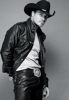 I love a cowboy in a hat and leather! Leather Blazer, Leather Trousers, Leather Men, Black Leather, Chapeau Cowboy, Hot Country Boys, Estilo Country, Cowboys Men, Cowboy Outfits