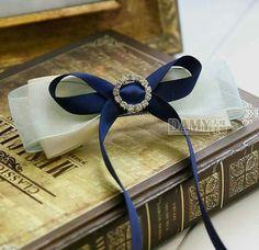 蝴蝶结发饰 蓝色系 Blue Rain, Ribbon Hair Bows, Fabric Flowers, Brooch, Beautiful, Ideas, Brooch Pin, Bows For Hair, Cloth Flowers