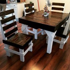 Pallet Dining Table and Chais