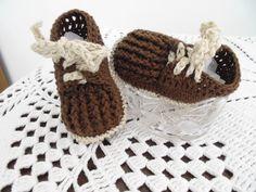 Sapatenis de bebê, feito em crochê, com linha de algodão.    TAMANHOS: sola  8 cm - RN a 01 meses  9 cm - 01 a 03 meses  10 cm - 03 a 06 meses    Faço na cor que você quiser.  Para Lojista tem preço especial, fale comigo. R$ 27,00