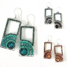I like this design so much I decided to make it in a few colors😊😍❤️ Seed Bead Jewelry, Bead Jewellery, Seed Bead Earrings, Beaded Earrings, Earrings Handmade, Beaded Jewelry, Seed Beads, Wire Jewelry Designs, Jewelry Patterns
