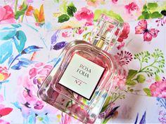 J'ai reçu récemment, la dernière petite nouveauté l'L'Eau de Parfum Rosa Folia n°2 de Pierre Ricaud grâce à la plateforme Hivency. C'est une marque que je ne connais pas vraiment mais que j'ai découverte il y a plusieurs années quand il commençait à faire de la vente par correspondance. de Du coup quand j'ai été… Parfum Mademoiselle, Perfume Bottles, City, Blog, Beauty, Platform, Stone, Perfume Bottle