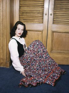Hedy Lamarr Glamour Pose Sitting On Floor In Library Large Poster Hedwig, Classic Hollywood, Old Hollywood, Hollywood Icons, Hollywood Stars, Hedy Lamarr, Jean Harlow, Rita Hayworth, Most Beautiful Women