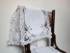 ... doilies white, rectangular