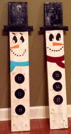 Painted Pallet snowmen by LizzlesSalvagedArt on Etsy by Patricia Parcks - indoor projects - Pallet Christmas, Christmas Projects, Holiday Fun, Christmas Time, Christmas Ideas, Pallet Crafts, Wood Crafts, Pallet Ideas, Pallet Projects