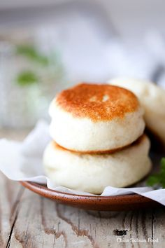 """""""Red bean paste buns (dou sha bao) are some of the most popular stuffed buns in China."""" For this recipe, Elaine at China Sichuan Food decided to experiment with pan frying them. Obviously a brilliant idea. Cooking Chinese Food, Asian Cooking, Bread And Pastries, Asian Desserts, Asian Recipes, Chinese Bun, Donuts, Food Staples, Galette"""