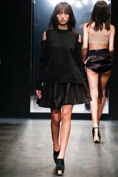 Vera Wang Spring 2016 Ready-to-Wear Fashion Show - Binx Walton