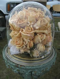 glass cloche with dried bridal bouquet Diy Wedding Bouquet, Wedding Flowers, Bouquet Box, Flower Bouquets, Flower Vases, Cloche Decor, Drying Roses, How To Preserve Flowers, Preserving Flowers