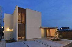 55 New Ideas Exterior Home Small Minimalist Architecture, Architecture Details, Interior Architecture, Japan Modern House, Modern House Design, Townhouse Exterior, Entrance Lighting, Zen House, Exterior Makeover