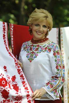 Ukraine, from Iryna. Mexican Fashion, Folk Fashion, Ethnic Fashion, Womens Fashion, Polish Embroidery, Folk Embroidery, Embroidery Designs Free Download, Russian Fashion, Folk Costume
