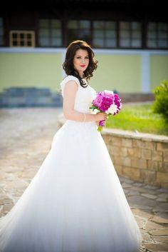 Girls Dresses, Flower Girl Dresses, Nasa, Wedding Dresses, Fashion, Dresses Of Girls, Bride Dresses, Moda, Bridal Gowns