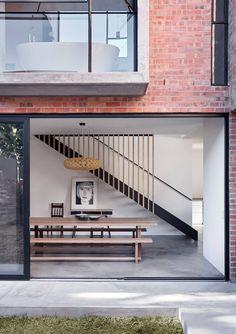 Dom z cegły.pl L House Modern Exterior, Exterior Design, Residential Architecture, Interior Architecture, Lofts, Double House, Brick Design, House Front Design, Courtyard House