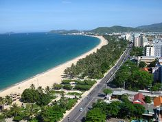 Danang is known as a famous tourist city in Vietnam with modern bridges and beautiful long beaches. So what is the best time to visit Danang, Vietnam? Vietnam Destinations, Vietnam Hotels, Vietnam Travel Guide, Vietnam Tours, Visit Vietnam, Vietnam Airlines, Beau Rivage, Ho Chi Minh Trail, Danang Vietnam