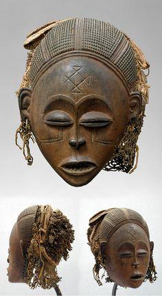 Female (Pwo) mask from the Chokwe people of the Xassenge region of Angola Arte Tribal, Tribal Art, African Masks, African Art, Woman Mask, African American Artwork, African Sculptures, Art Premier, Masks Art