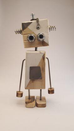 Ahşap ve geri dönüşüm malzemelerinden %100 el işçiliği ile yapılmıştır. #wood #ahşap #pallet #woodtoys #toys #oyuncak #ahşapoyuncak #biblo Diy Arts And Crafts, Diy Crafts For Kids, Wood Crafts, Recycled Robot, Recycled Art, Metal Toys, Wood Toys, Cool Art Projects, Wood Projects