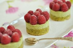 Pistachio-rasberry cakes with pistachio buttercream