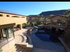 Luxurious Desert Oasis 14 bedrooms sleeps up to 42