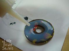 Tutorial: Alcohol Ink + Washer Necklaces http://littlebirdiesecrets.blogspot.com/2009/12/washer-necklaces.html