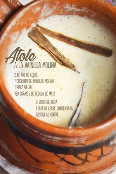 Calentamos la leche con un chorrito de Vainilla Molina y la sal en una olla a fuego suave. Después disolvemos la fécula de maíz en el agua y agrégala poco a poco a la leche hirviendo, sin dejar de mover. Añadimos la leche condensada y azúcar. Seguimos cocinando, sin dejar de mover, hasta que el atole obtenga la consistencia adecuada.