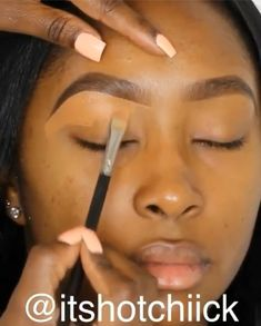 eye makeup for dark skin tutorials & eye makeup for dark skin . eye makeup for dark skin tutorials . eye makeup for dark skin step by step . eye makeup for dark skin tones . eye makeup for dark skin eyeshadows . eye makeup for dark skin videos Makeup For Black Skin, Black Girl Makeup, Black Girls Makeup Tutorial, Makeup Black Women, Make Up Tutorial Contouring, Makeup Tutorial For Beginners, Eyebrow Tutorial, Contour Makeup, Eyebrow Makeup