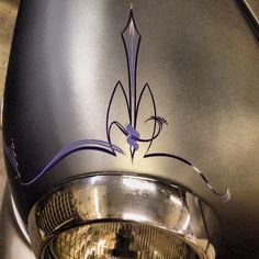 Von Knobb pinstriping custom paint