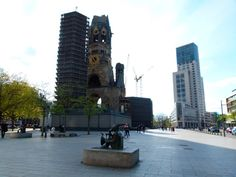 """Gedächtniskirche: a igreja é uma das principais atrações de Berlim. Foi bombardeada durante a Segunda Guerra e ao contrário de outros pontos turísticos, não foi restaurada. É mais uma """"cicatriz"""" que ficou em Berlim."""