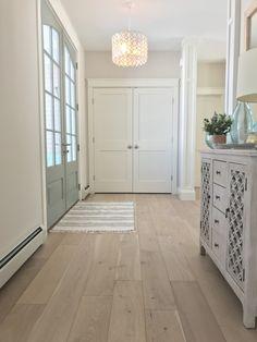 Bold and beautiful entryway featuring our wide plank Ventura Engineered Hardwood Flooring, color is Seashell oak . Hardwood Floor Colors, Wide Plank Flooring, Engineered Wood Floors, Engineered Hardwood Flooring, Oak Flooring, Wooden Flooring, Decoration Entree, White Oak Floors, Floor Design