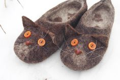 Hey, I found this really awesome Etsy listing at https://www.etsy.com/listing/501432517/brown-cats-slippers-handmade-custom