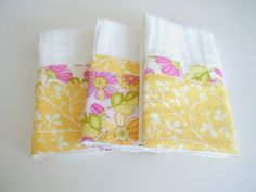 Two Plus Four - formerly KdBuggie Boutique: Tutorial: Cloth Diaper Burp Cloths Prefold Diapers, Diy Diapers, Cloth Diapers, Diaper Crafts, Baby Crafts, Baby Sewing Projects, Sewing Crafts, Sewing Tutorials, Sewing Patterns