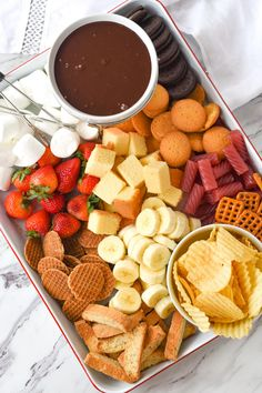 Whether you are having a romantic dinner for two or entertaining a crowd, chocolate fondue is always a good idea. It's the perfect way to get your family or guests gathered around the table and visiting while they dip away! ~ Your Homebased Mom Easy Chocolate Fondue Recipe, Thanksgiving Dinner For Two, Romantic Dinner For Two, Romantic Table, Delicious Desserts, Yummy Food, Fondue Recipes, Copycat Recipes, Food Platters