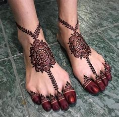 Image may contain: 1 person, shoes and closeup Basic Mehndi Designs, Wedding Henna Designs, Legs Mehndi Design, Dulhan Mehndi Designs, Mehndi Designs For Fingers, Mehndi Design Photos, Latest Mehndi Designs, Beautiful Henna Designs, Mehndi Designs For Hands