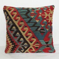 Needlepoint Designs, Needlepoint Pillows, Chain Stitch Embroidery, Embroidery Stitches, Embroidery Patterns Free, Cross Stitch Patterns, Fluffy Pillows, Throw Pillows, Cross Stitch Cushion