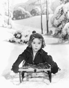 Little+Shirley+Temple+Greeting+Christmas+in+the+1930s++%2815%29.jpg (707×900)