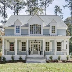 Farmhouse Exterior Design Ideas - To get the modern farmhouse view on your exterior, crisp paint shades are key. Black, white, all-natural wood, or a combination of the three are normally . Exterior Paint, Exterior Design, Gray Exterior, Colonial Exterior, Traditional Exterior, Cape Cod Exterior, Exterior Shutters, Exterior Homes, Modern Farmhouse