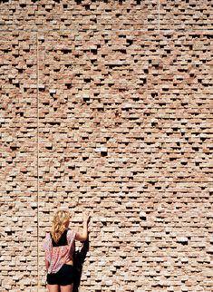 Gallery - St Edward's University New Residence and Dining Hall / Alejandro Aravena - 26 Brick In The Wall, Brick And Stone, Brick Wall, Detail Architecture, Brick Architecture, Brick Works, Brick Masonry, Brick Detail, Brick Texture