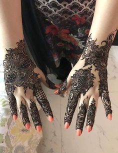 Latest Mehandi Designs That You Must Try On Your Best Friends Wedding Henna Art Designs, Mehndi Designs For Girls, Modern Mehndi Designs, Bridal Henna Designs, Dulhan Mehndi Designs, Mehndi Design Pictures, Mehndi Designs For Fingers, Beautiful Henna Designs, Henna Mehndi