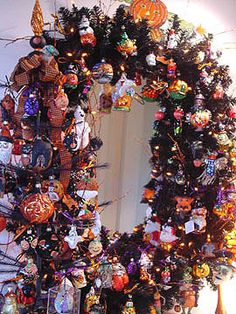 Halloween Wreath decorated with Christopher Radko ornaments by Sue Kamp.. www.radkoforsale,com