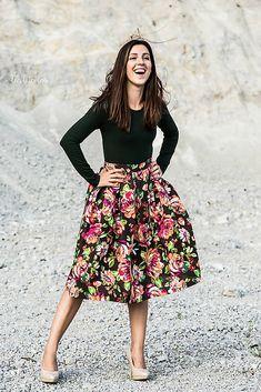 Vesela kvetovana handmade sukna zo Sashe.sk (velkost S)