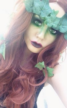 Poison Ivy make up , maybe i will have to be her for halloween, my favorite villain. Poison Ivy Kostüm, Poison Ivy Makeup, Poison Ivy Costume Diy, Poison Ivy Cosplay, Halloween Cosplay, Halloween Make Up, Halloween Costumes, Halloween Ideas, Couple Halloween