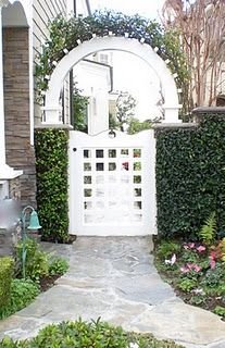 entrance to side yard
