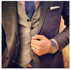 Colour combinations makes a boring suit so much more interesting