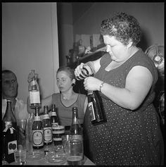 what to drink? Let's just mix a little of this and a little of that. Retro Party, Vintage Party, Vintage Photographs, Vintage Images, Old Photos, Antique Photos, Vintage Girls, Back In The Day, Other People