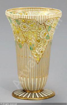 Auguste,Heligenstein ( 1891-1976  France ) Vase conique sur piédouche  ca 1925