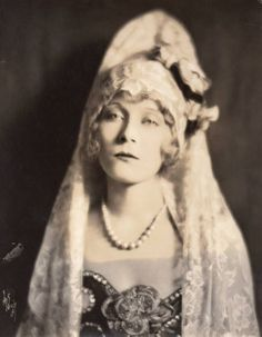 This was misidentifed as Eva Novak 1921. I believe it to be Jane Novak, her older sister and also an actress. Compare the previous pictures on this board.