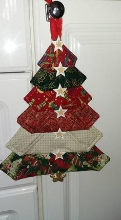 28 New Ideas For Patchwork Christmas Decorations Xmas Quilted Christmas Ornaments, Fabric Christmas Trees, Christmas Items, Christmas Tree Decorations, Ornaments Ideas, Diy Christmas, Navidad Simple, Navidad Diy, Christmas Sewing Projects