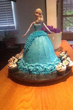 Elsa cake with Olaf cupcakes