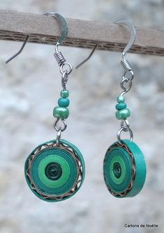 Boucles d'oreilles en carton Make Paper Beads, Paper Bead Jewelry, Fabric Jewelry, Diy Jewelry, Handmade Jewelry, Jewelery, Paper Quilling Earrings, Origami And Quilling, Quilling Craft