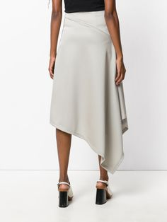 Browse the superb asymmetrical skirts edit at Farfetch. Find ruffled skirts, wrap skirts & more from this luxury asymmetric skirts range. Long Maxi Skirts, Casual Skirts, Fashion 101, Boho Fashion, Modest Fashion, Fashion Dresses, Rajputi Dress, Draped Skirt, Asymmetrical Skirt