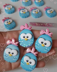 Нет описания фото. Polymer Clay Christmas, Polymer Clay Charms, Polymer Clay Projects, Polymer Clay Jewelry, Diy Home Crafts, Cute Crafts, Fondant Toppers, Cupcake Toppers, Puppet Crafts